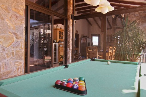 Maintained pool table