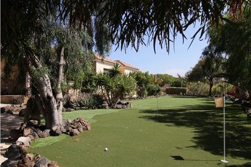 Garden with golf area