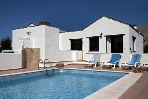 Neat villa in a quiet location near Corralejo with mountain views