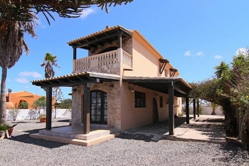 Detached villa in quiet location in Lajares